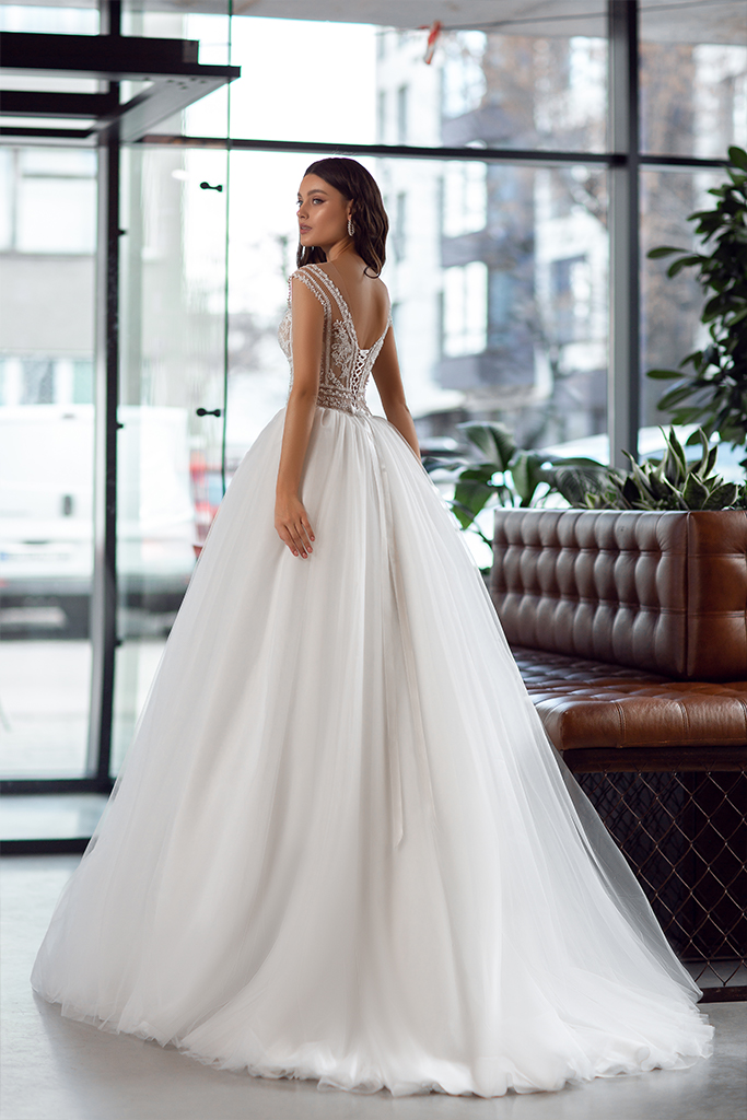 Wedding dresses Joanna Collection  Gloss  Silhouette  A Line  Color  Ivory  Neckline  Portrait (V-neck)  Sleeves  Wide straps  Train  With train - foto 3