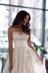 Suknie ślubne Karla Kolekcja  Gloss  Sylwetka  Princessa   Kolor  Kremowy  Dekolt  Dekolt w kształcie serca  Rękawy  Szerokie ramiączka  Przezroczyste ramiączka  Flex  Z trenem - foto 4
