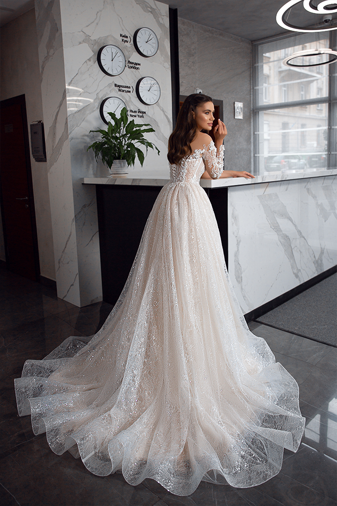 Wedding dresses Kimberly Collection  Gloss  Silhouette  A Line  Color  Blush  Ivory  Neckline  Sweetheart  Sleeves  Long Sleeves  Fitted  Train  With train - foto 3