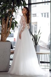 Wedding dresses Klodin Collection  Gloss  Silhouette  A Line  Color  Ivory  Neckline  Portrait (V-neck)  Sleeves  Long Sleeves  Fitted  Train  With train - foto 3