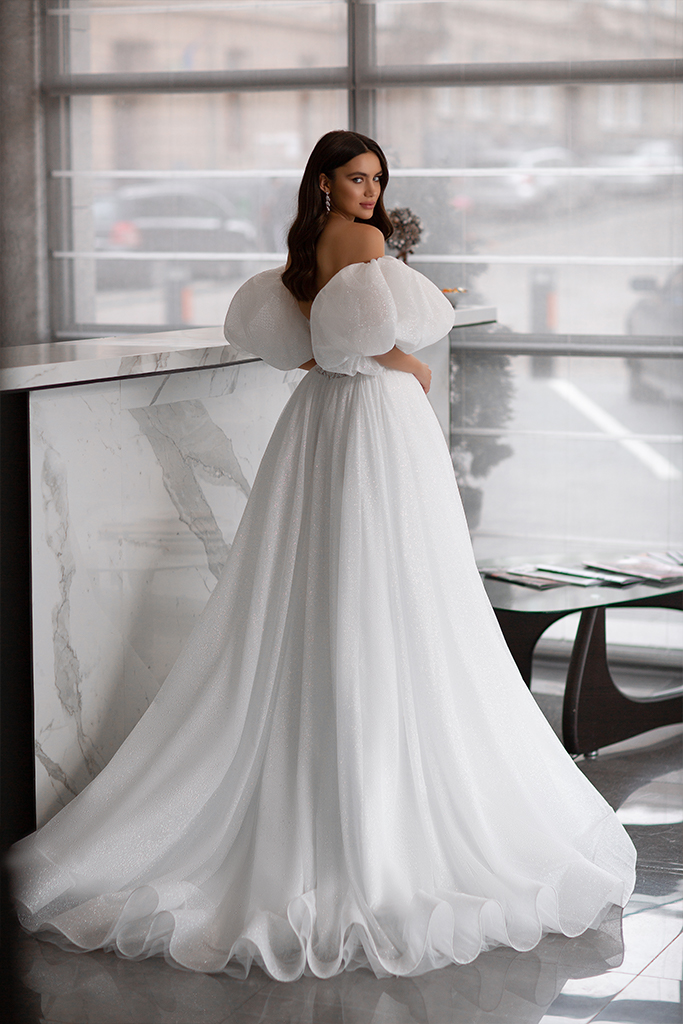 Wedding dresses Liodika Collection  Gloss  Silhouette  Ball Gown  Color  Blush  Ivory  Neckline  Sweetheart  Sleeves  Detachable  Sleeveless  Balloon  Train  With train - foto 3