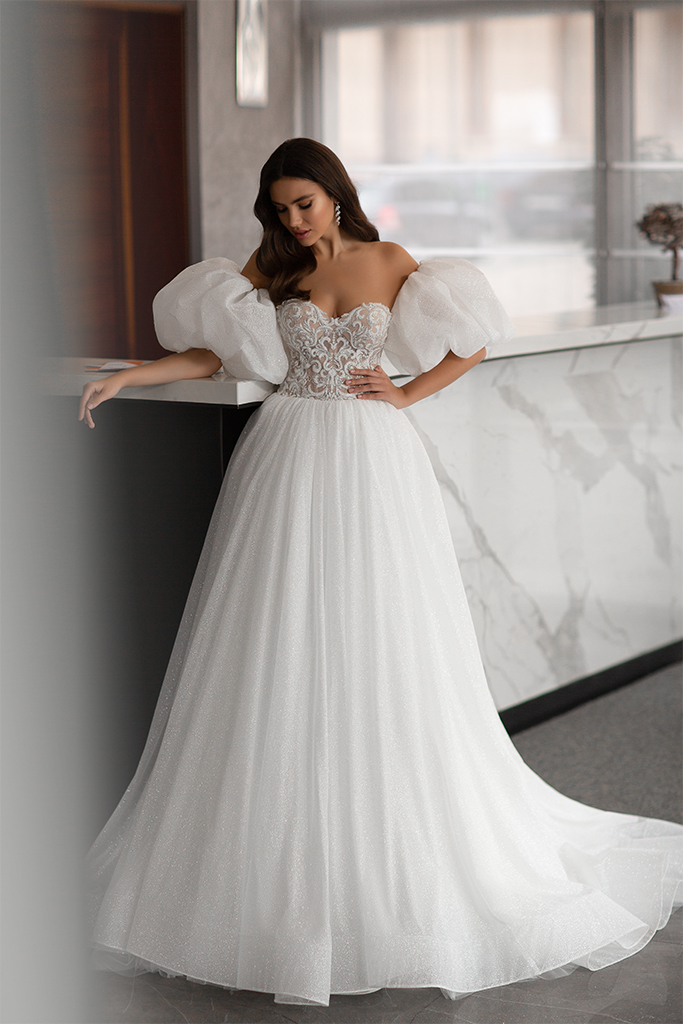 Wedding dresses Liodika Collection  Gloss  Silhouette  Ball Gown  Color  Blush  Ivory  Neckline  Sweetheart  Sleeves  Detachable  Sleeveless  Balloon  Train  With train - foto 2