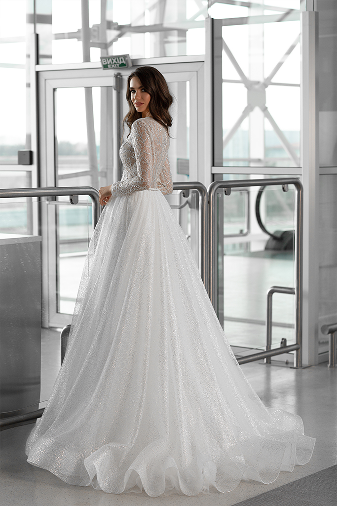 Wedding dresses Lirene Collection  Gloss  Silhouette  A Line  Color  Ivory  Neckline  Bateau (Boat Neck)  Sleeves  Long Sleeves  Fitted  Train  With train - foto 3
