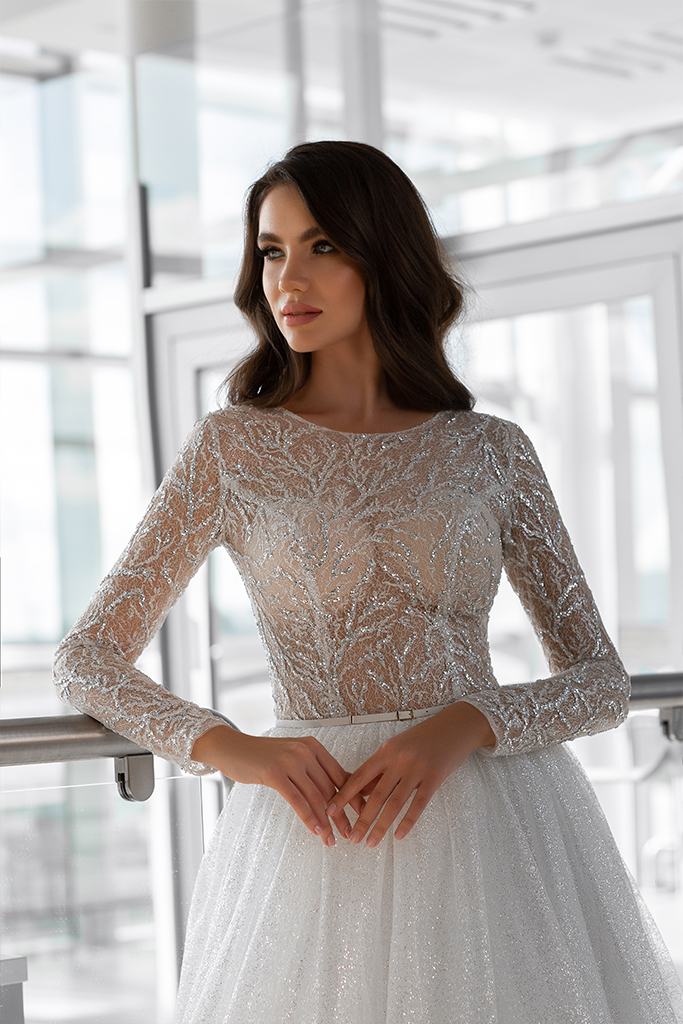 Wedding dresses Lirene Collection  Gloss  Silhouette  A Line  Color  Ivory  Neckline  Bateau (Boat Neck)  Sleeves  Long Sleeves  Fitted  Train  With train - foto 2