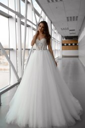 Wedding dresses Lorelay Collection  Gloss  Silhouette  Ball Gown  Color  Ivory  Neckline  Sweetheart  Sleeves  Sleeveless  Train  With train - foto 2