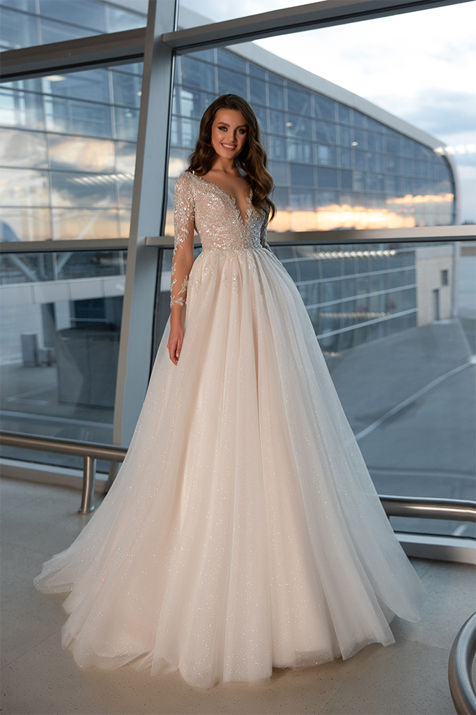 Wedding dresses Monreal Collection  Gloss  Silhouette  Ball Gown  Color  Ivory  Neckline  Portrait (V-neck)  Sleeves  Long Sleeves  Fitted  Train  With train - foto 2
