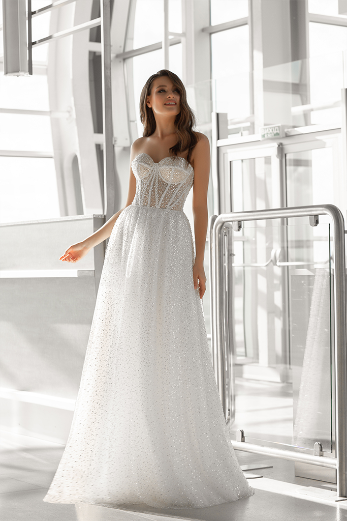 Wedding dresses Nimfa Collection  Gloss  Silhouette  A Line  Color  Ivory  Neckline  Sweetheart  Sleeves  Sleeveless  Train  No train - foto 2