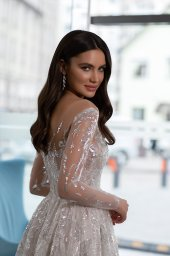 Wedding dresses Shine Collection  Gloss  Silhouette  A Line  Color  Silver  Ivory  Neckline  Sweetheart  Sleeves  Long Sleeves  Fitted  Train  With train - foto 4