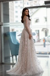 Wedding dresses Shine Collection  Gloss  Silhouette  A Line  Color  Silver  Ivory  Neckline  Sweetheart  Sleeves  Long Sleeves  Fitted  Train  With train - foto 3