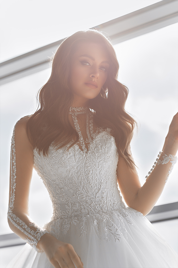 Wedding dresses Sonata Collection  Gloss  Silhouette  Ball Gown  Color  Ivory  Neckline  Sweetheart  Illusion  Sleeves  Long Sleeves  Fitted  Train  With train - foto 3