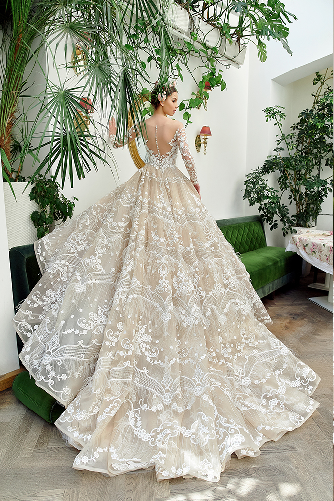 Wedding dresses Elizabeth Collection  Gloss  Silhouette  Ball Gown  Color  Cappuccino  Ivory  Neckline  Sweetheart  Illusion  Sleeves  Long Sleeves  Fitted  Train  With train - foto 3