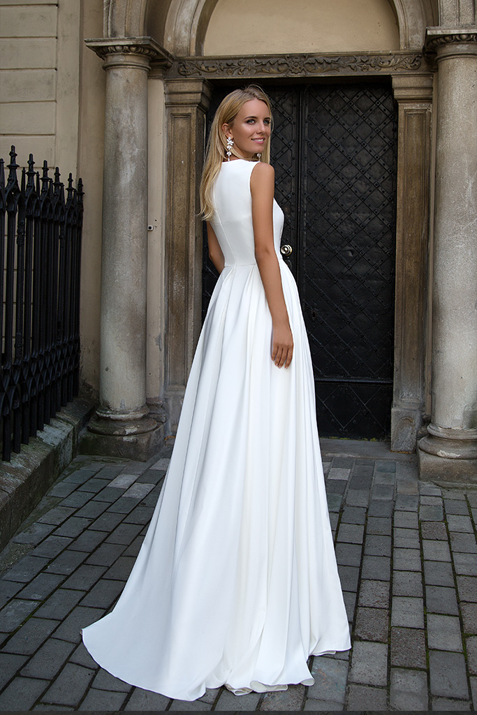 Wedding dresses Heaven Collection  Supreme Classic  Silhouette  A Line  Color  Ivory  Neckline  Scoop  Sleeves  Wide straps  Train  No train - foto 2