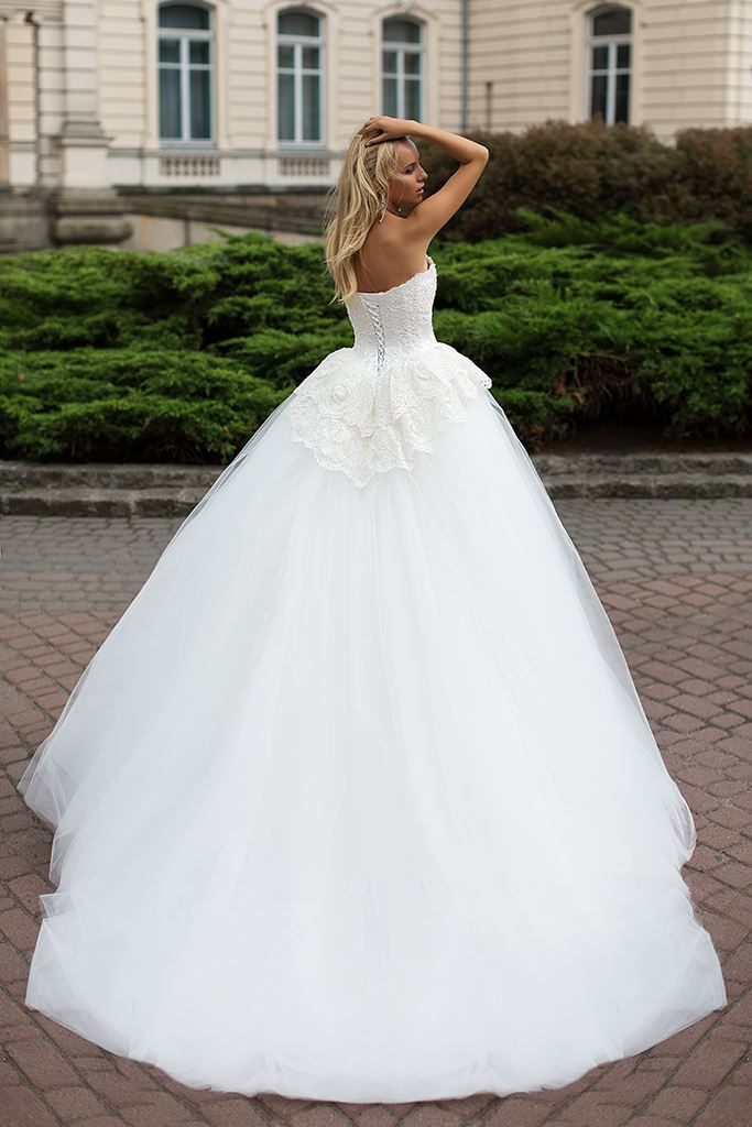 Wedding dresses Mabel Collection  Iconic Look  Silhouette  Ball Gown  Color  Ivory  Neckline  Sweetheart  Sleeves  Sleeveless  Train  With train - foto 3