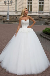 Wedding dresses Mabel Collection  Iconic Look  Silhouette  Ball Gown  Color  Ivory  Neckline  Sweetheart  Sleeves  Sleeveless  Train  With train - foto 2