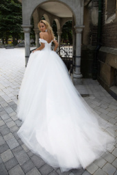 Wedding dresses Cecilia Collection  Iconic Look  Silhouette  Ball Gown  Color  Ivory  White  Neckline  Sweetheart  Sleeves  Off the Shoulder Sleeves  Train  With train - foto 3