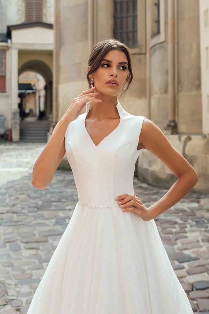 Wedding dresses Benedict Collection  City Passion  Silhouette  A Line  Color  Ivory  Neckline  Portrait (V-neck)  Sleeves  Wide straps  Train  With train - foto 2