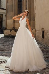Wedding dresses Benedict Collection  City Passion  Silhouette  A Line  Color  Ivory  Neckline  Portrait (V-neck)  Sleeves  Wide straps  Train  With train - foto 5
