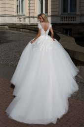 Wedding dresses Abriana Collection  Iconic Look  Silhouette  Ball Gown  Color  Ivory  Neckline  Sweetheart  Scoop  Sleeves  T-Shirt  Train  With train - foto 3