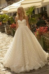 Wedding dresses Ilga Collection  City Passion  Silhouette  A Line  Color  Gold  Ivory  Neckline  Sweetheart  Sleeves  Sleeveless  Train  With train - foto 2