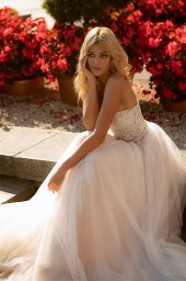 Wedding dresses Olivia Collection  City Passion  Silhouette  A Line  Color  Blush  Ivory  Neckline  Straight  Sleeves  Sleeveless  Train  With train - foto 3