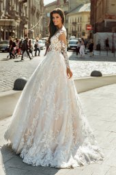 Wedding dresses Anastace Collection  City Passion  Silhouette  A Line  Color  Blush  Ivory  Neckline  Portrait (V-neck)  Illusion  Sleeves  Long Sleeves  Fitted  Train  With train - foto 2