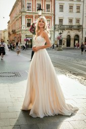 Wedding dresses Barb Collection  City Passion  Silhouette  A Line  Color  Blush  Ivory  Neckline  Sweetheart  Sleeves  Spaghetti Straps  Train  With train - foto 2