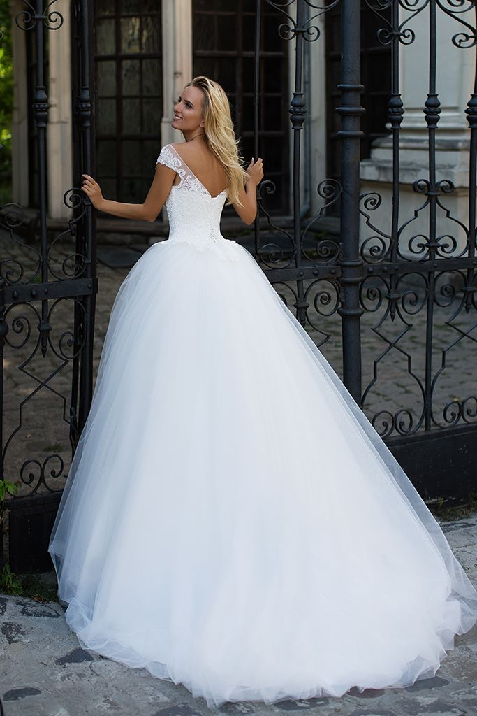 Wedding dresses Ophelia Collection  Iconic Look  Silhouette  Ball Gown  Color  Ivory  Neckline  Sweetheart  Sleeves  Off the Shoulder Sleeves  Train  With train - foto 3