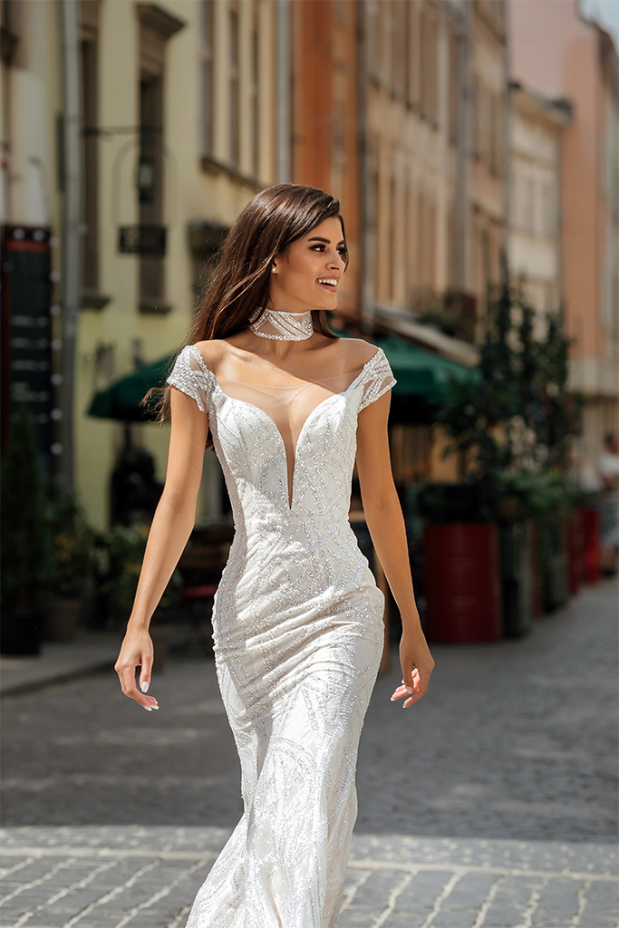 Wedding dresses Crisy Collection  City Passion  Silhouette  Fitted  Color  Silver  Ivory  Neckline  Portrait (V-neck)  Illusion  Sleeves  Wide straps  Off the Shoulder Sleeves  Train  With train - foto 4