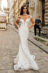 Wedding dresses Crisy Collection  City Passion  Silhouette  Fitted  Color  Silver  Ivory  Neckline  Portrait (V-neck)  Illusion  Sleeves  Wide straps  Off the Shoulder Sleeves  Train  With train - foto 2