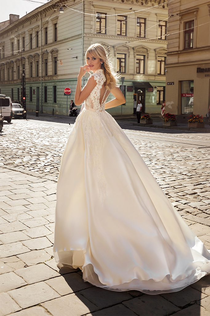 Wedding dresses Bethany Collection  City Passion  Silhouette  A Line  Color  Blush  Ivory  Neckline  Mandarin  Sleeves  Petal  Train  With train - foto 3