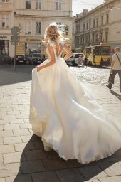 Wedding dresses Bethany Collection  City Passion  Silhouette  A Line  Color  Blush  Ivory  Neckline  Mandarin  Sleeves  Petal  Train  With train - foto 4