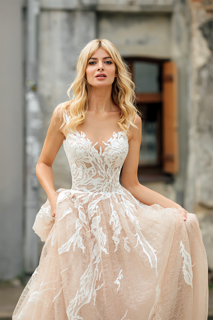 Wedding dresses Charlize Collection  City Passion  Silhouette  A Line  Color  Blush  Ivory  Neckline  Sweetheart  Sleeves  Wide straps  Train  With train - foto 3