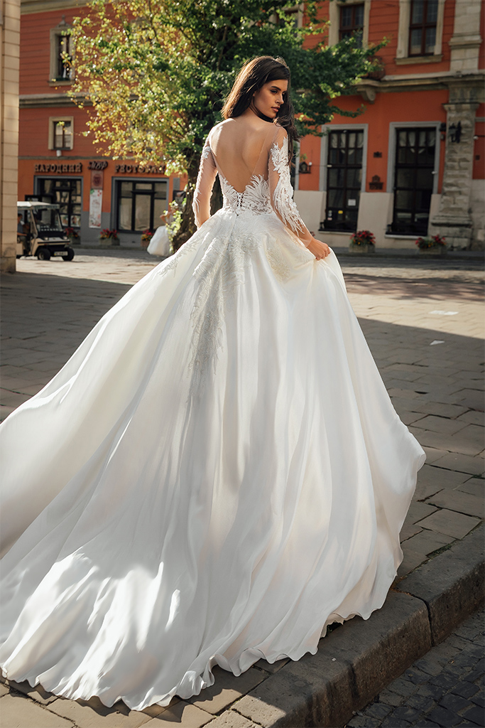 Wedding dresses Gladys Collection  City Passion  Silhouette  A Line  Color  Ivory  Neckline  Sweetheart  Illusion  Sleeves  Off the Shoulder Sleeves  Long Sleeves  Fitted  Train  With train - foto 3