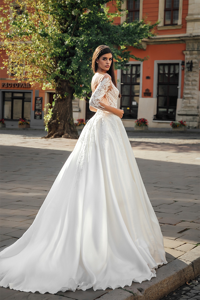 Wedding dresses Gladys Collection  City Passion  Silhouette  A Line  Color  Ivory  Neckline  Sweetheart  Illusion  Sleeves  Off the Shoulder Sleeves  Long Sleeves  Fitted  Train  With train - foto 5