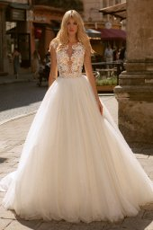 Wedding dresses Valerie Collection  City Passion  Silhouette  Ball Gown  Color  Blush  Ivory  Neckline  Portrait (V-neck)  Sleeves  Wide straps  Train  With train - foto 2