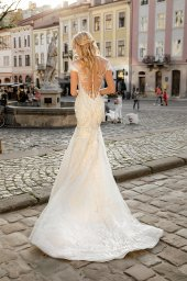 Wedding dresses Ireni Collection  City Passion  Silhouette  Fitted  Color  Ivory  Neckline  Sweetheart  Sleeves  Wide straps  Off the Shoulder Sleeves  Train  With train - foto 4