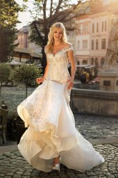 Wedding dresses Ireni Collection  City Passion  Silhouette  Fitted  Color  Ivory  Neckline  Sweetheart  Sleeves  Wide straps  Off the Shoulder Sleeves  Train  With train - foto 5