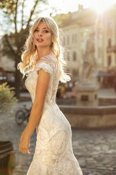 Wedding dresses Ireni Collection  City Passion  Silhouette  Fitted  Color  Ivory  Neckline  Sweetheart  Sleeves  Wide straps  Off the Shoulder Sleeves  Train  With train - foto 6