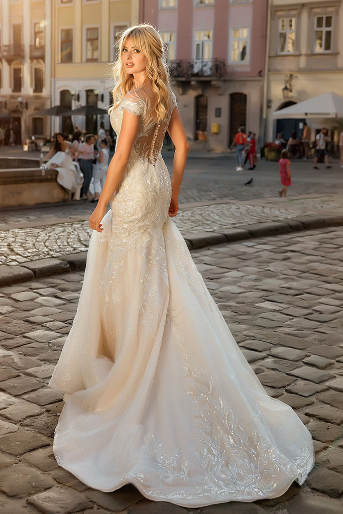 Wedding dresses Ireni Collection  City Passion  Silhouette  Fitted  Color  Ivory  Neckline  Sweetheart  Sleeves  Wide straps  Off the Shoulder Sleeves  Train  With train - foto 2