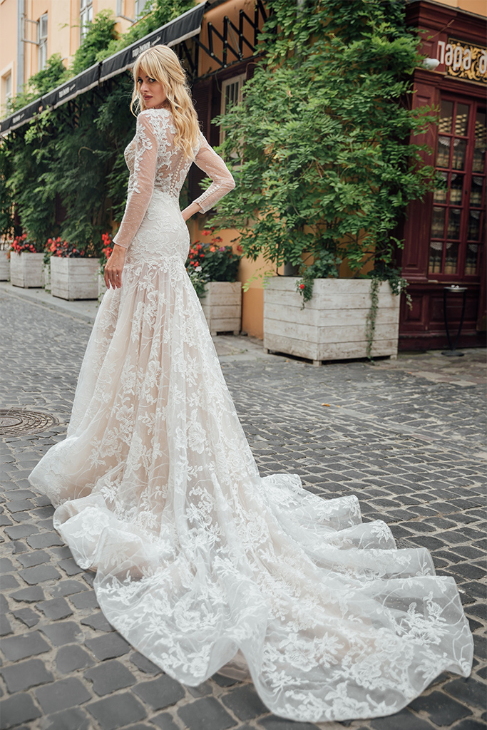 Wedding dresses Joel Collection  City Passion  Silhouette  Fitted  Color  Ivory  Neckline  Sweetheart  Illusion  Sleeves  Long Sleeves  Fitted  Train  With train - foto 4