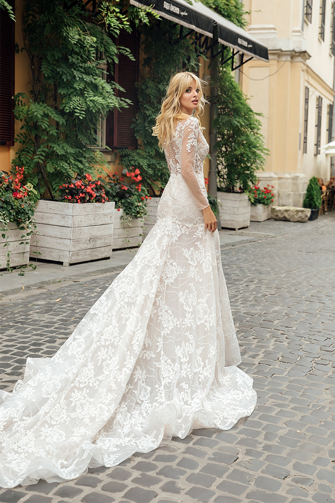 Wedding dresses Joel Collection  City Passion  Silhouette  Fitted  Color  Ivory  Neckline  Sweetheart  Illusion  Sleeves  Long Sleeves  Fitted  Train  With train - foto 3