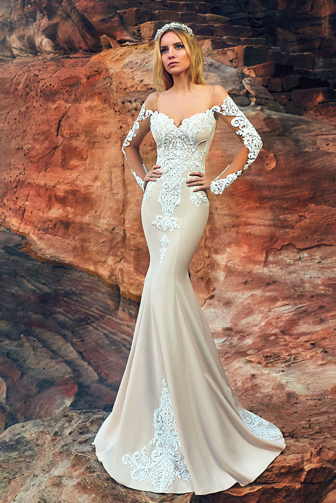 Wedding dresses Deya Collection  Voyage  Silhouette  Fitted  Color  Nude  Ivory  Neckline  Sweetheart  Sleeves  Off the Shoulder Sleeves  Long Sleeves  Fitted  Train  With train - foto 2