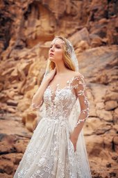 Wedding dresses Liliana Collection  Voyage  Silhouette  A Line  Color  Cappuccino  Ivory  Neckline  Sweetheart  Illusion  Sleeves  Long Sleeves  Fitted  Train  With train - foto 3