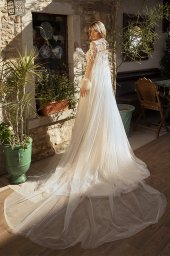Wedding dresses Angela Silhouette  A Line  Color  Ivory-blush  Neckline  Halter  Sleeves  Sleeveless  Train  With train - foto 3