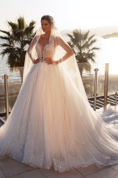 Wedding dresses Diva Silhouette  Ball Gown  Color  Blush  Ivory  Neckline  Sweetheart  Sleeves  Sleeveless  Train  With train - foto 2