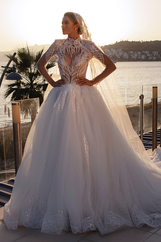 Wedding dresses Diva with cape Silhouette  Ball Gown  Color  Ivory  Neckline  Sweetheart  Sleeves  Sleeveless  Train  With train - foto 8