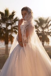 Wedding dresses Diva with cape Silhouette  Ball Gown  Color  Ivory  Neckline  Sweetheart  Sleeves  Sleeveless  Train  With train - foto 7