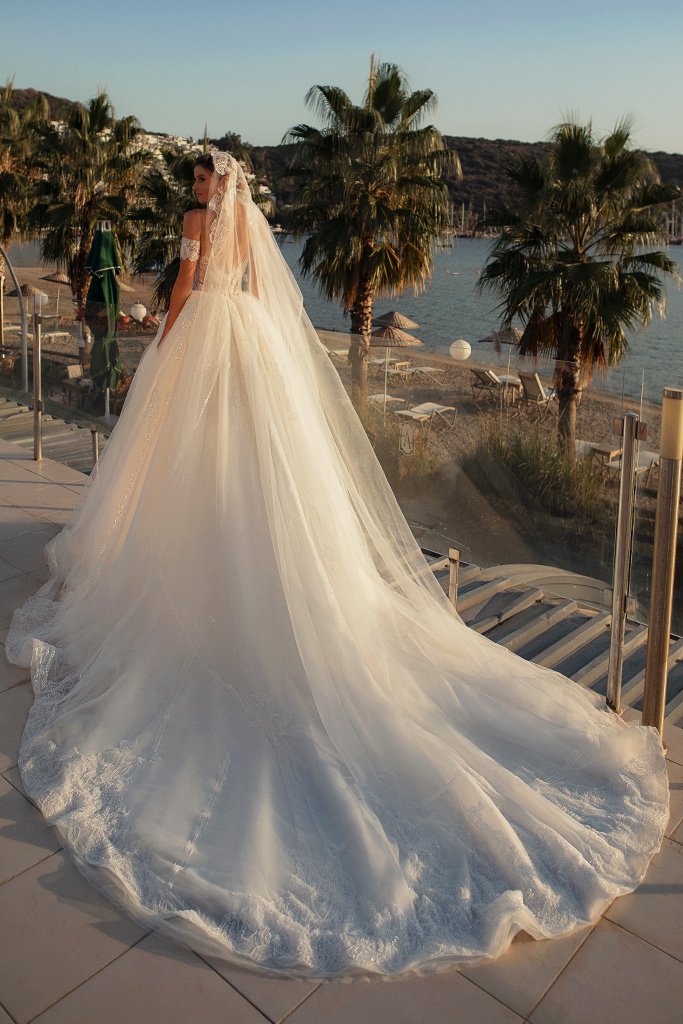 Wedding dresses Diva with cape Silhouette  Ball Gown  Color  Ivory  Neckline  Sweetheart  Sleeves  Sleeveless  Train  With train - foto 6