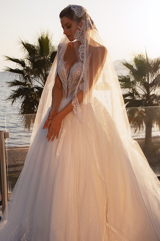 Wedding dresses Diva with cape Silhouette  Ball Gown  Color  Ivory  Neckline  Sweetheart  Sleeves  Sleeveless  Train  With train - foto 5