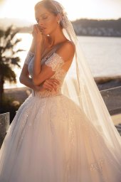 Wedding dresses Diva with cape Silhouette  Ball Gown  Color  Ivory  Neckline  Sweetheart  Sleeves  Sleeveless  Train  With train - foto 3